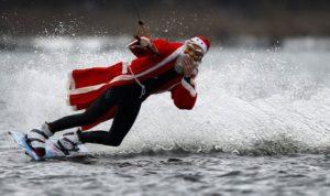 Санта на вейкборде